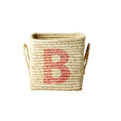 arroz-canasta-cuadrada-de-rafia-con-letra-pintada-b